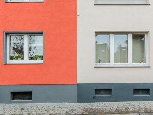 Referenz rote und beige Fassade