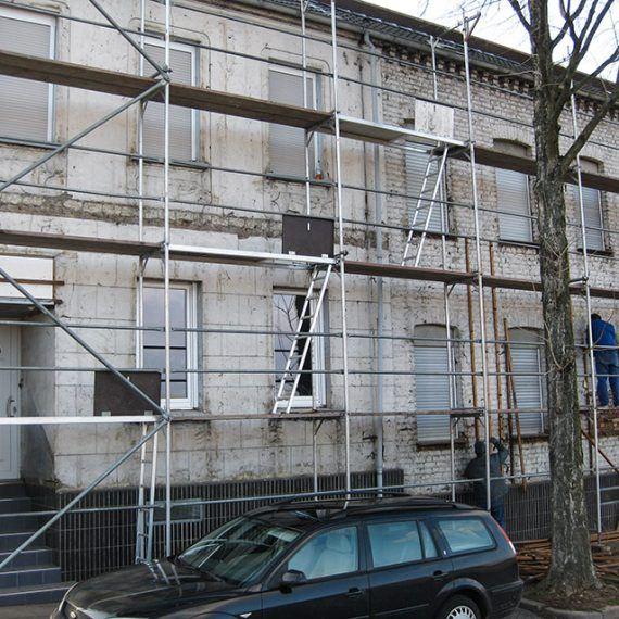 Fassaden Renovierung mit Wärmedämmung vorher