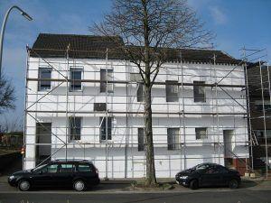 Fassaden Renovierung mit Wärmedämmung Grundierung