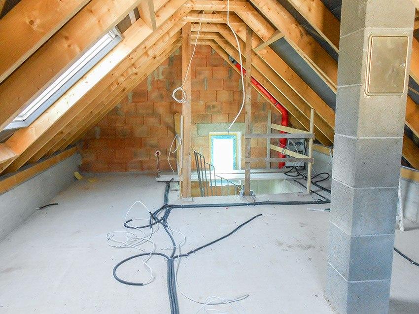 Gipsputz auf dem Dachboden vorher